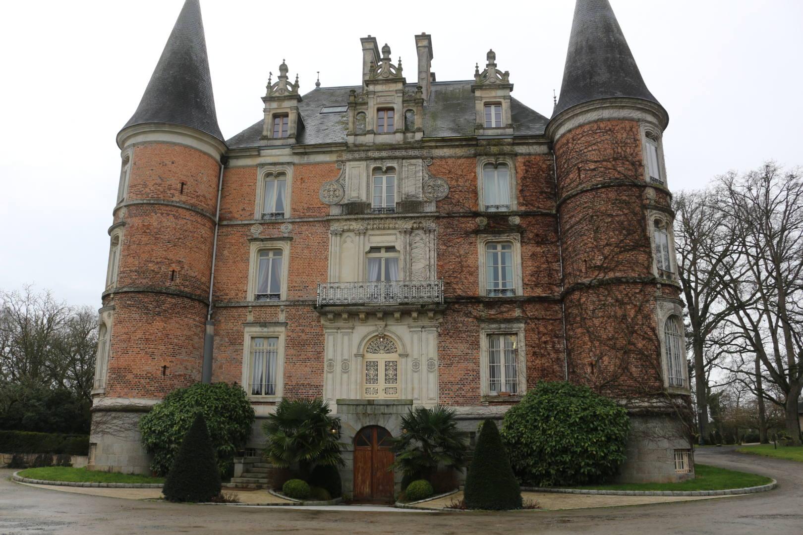 Reportage Château d'Apigné Parking