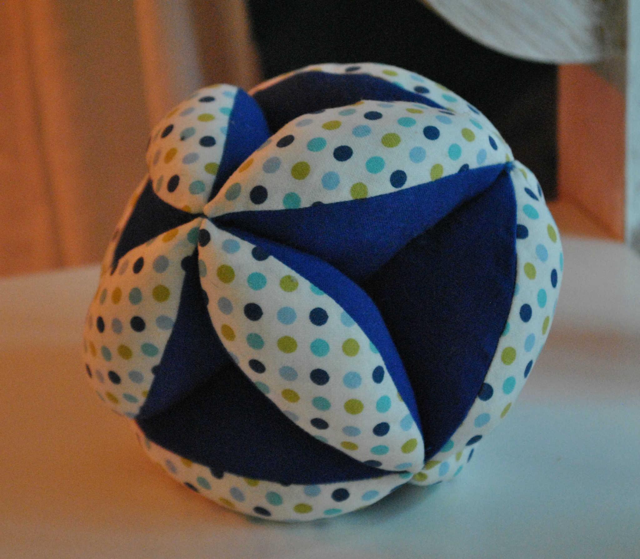 Confection d'une balle de préhension (événement en ligne) Centre Paris Anim' Montparnasse Paris