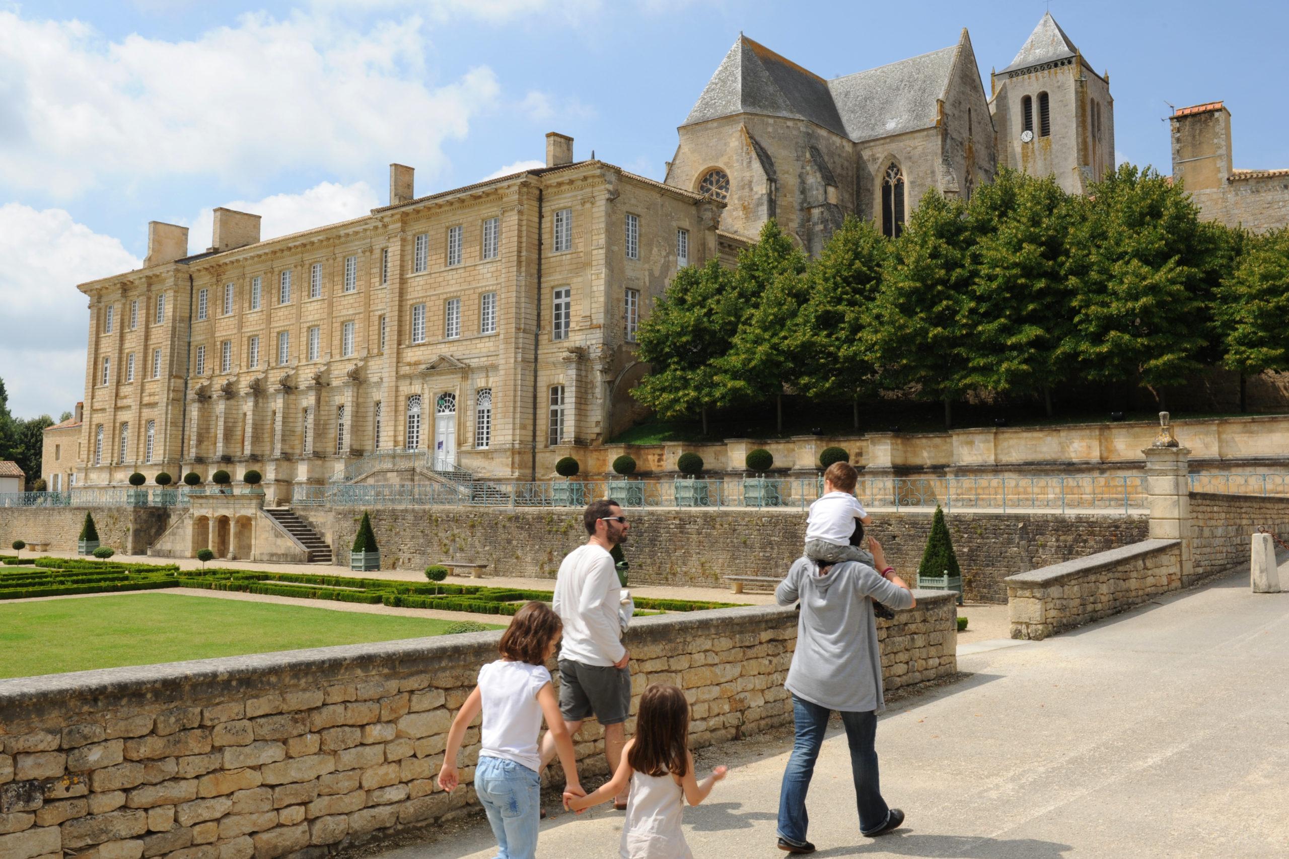 Abbaye Royale de Celles-sur-Belle Celles-sur-Belle