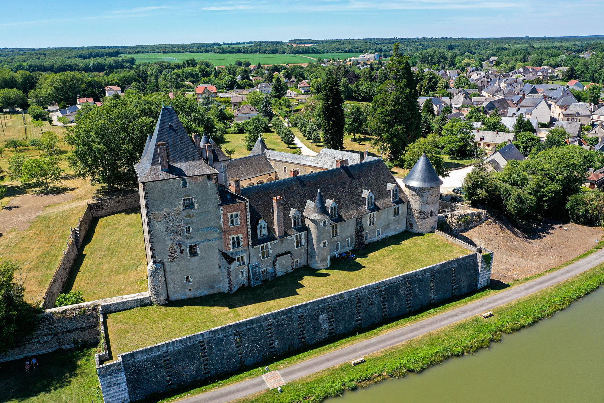 Château de La Chapelle-d'Angillon et Musée Alain-Fournier La Chapelle-d'Angillon