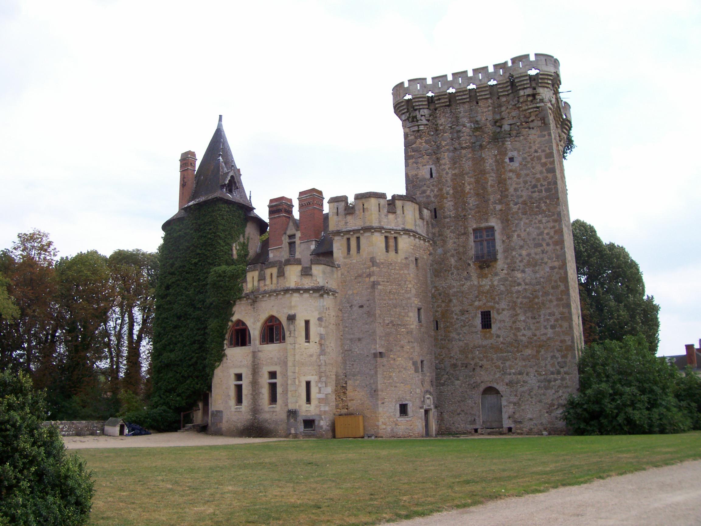 Château et jardins de Saint-Loup-Sur-Thouet Saint-Loup-Lamairé