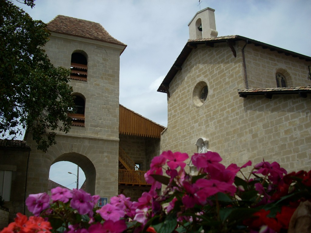 Eglise et porte clocher Seyches