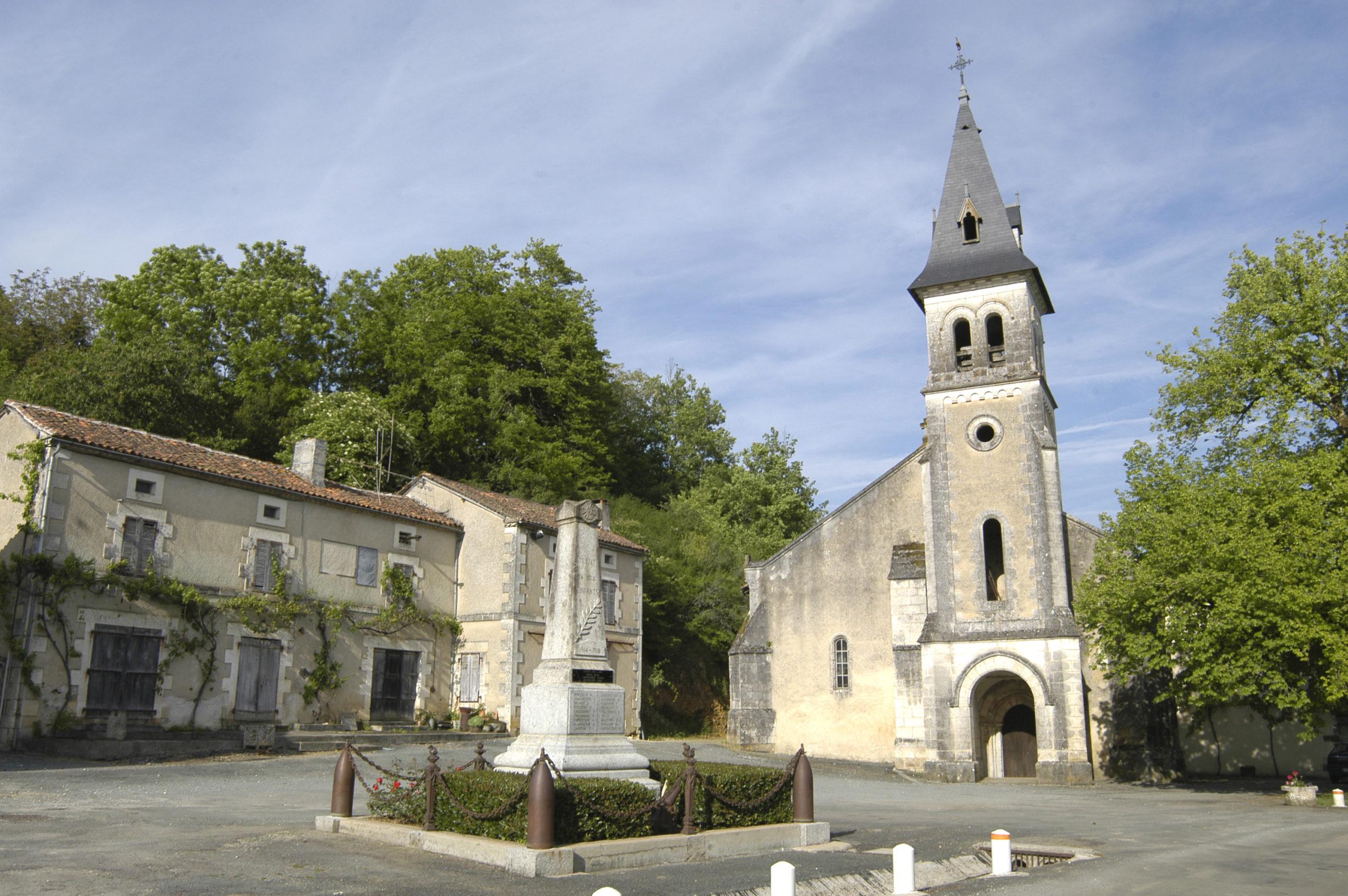 Eglise Saint-Pierre-ès-Liens de Teyjat Teyjat