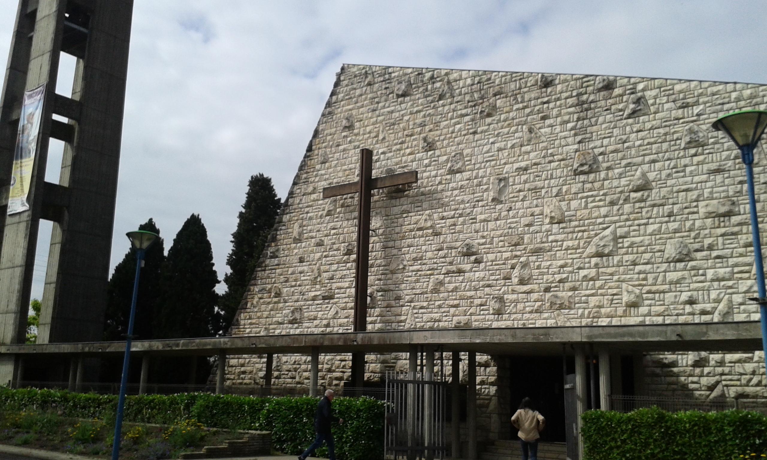 Eglise Sainte-Jehanne de France Le Passage