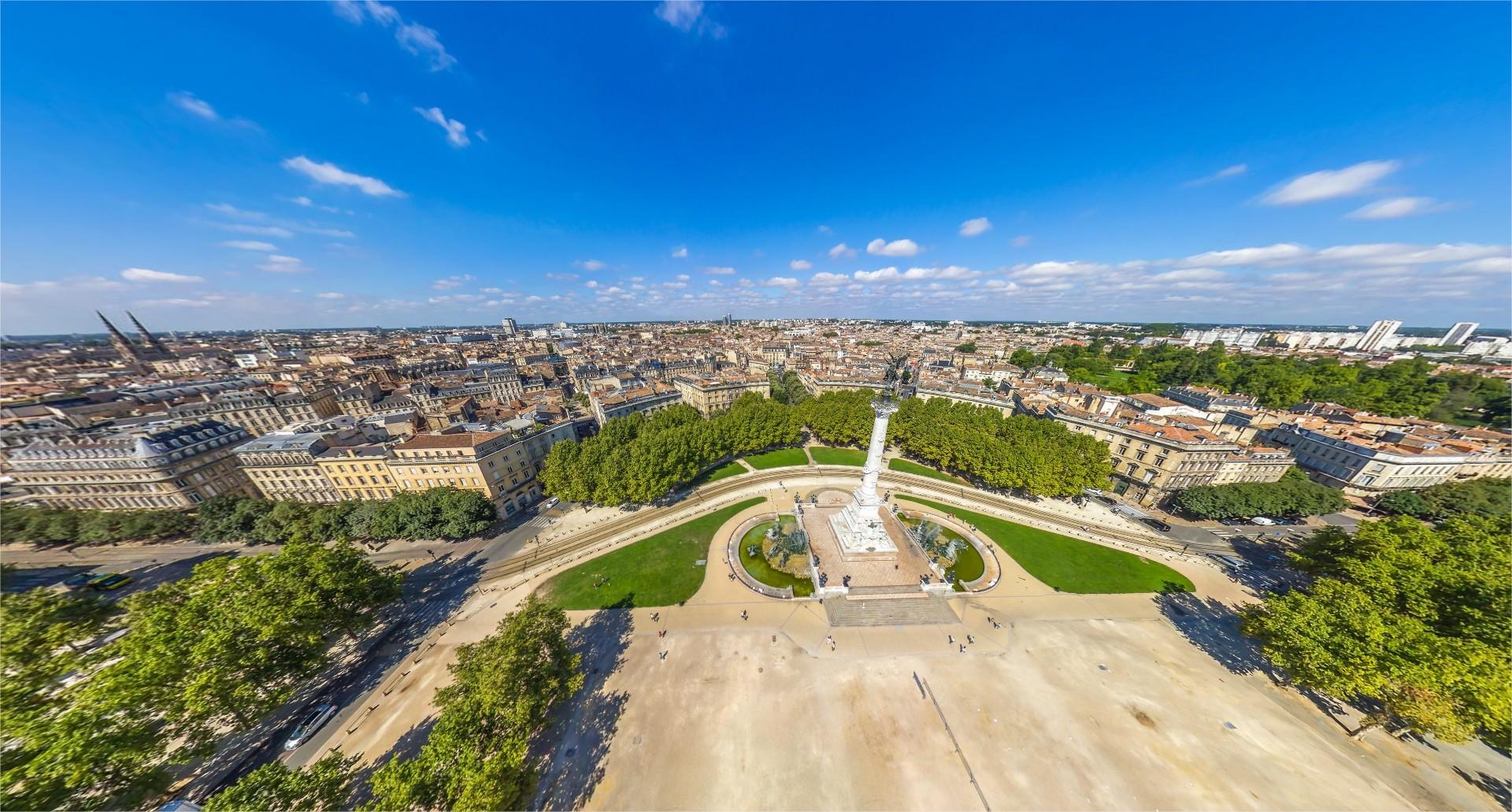 Esplanade des Quinconces et le monument aux Girondins