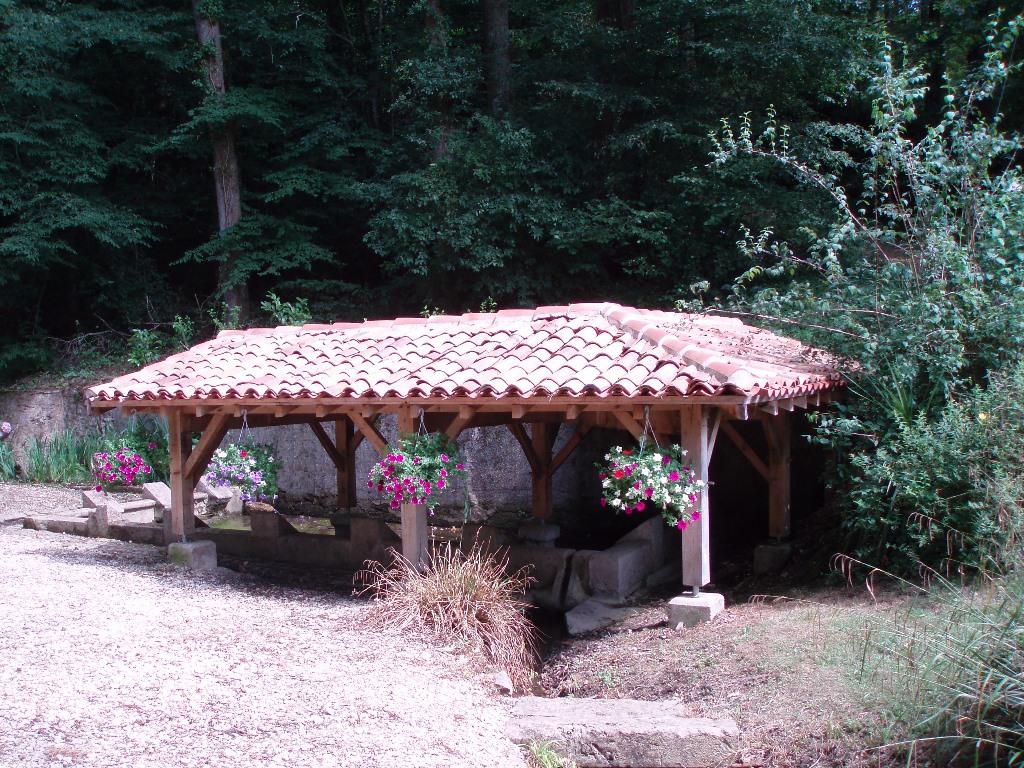 Fontaine et lavoir de Coudures Coudures