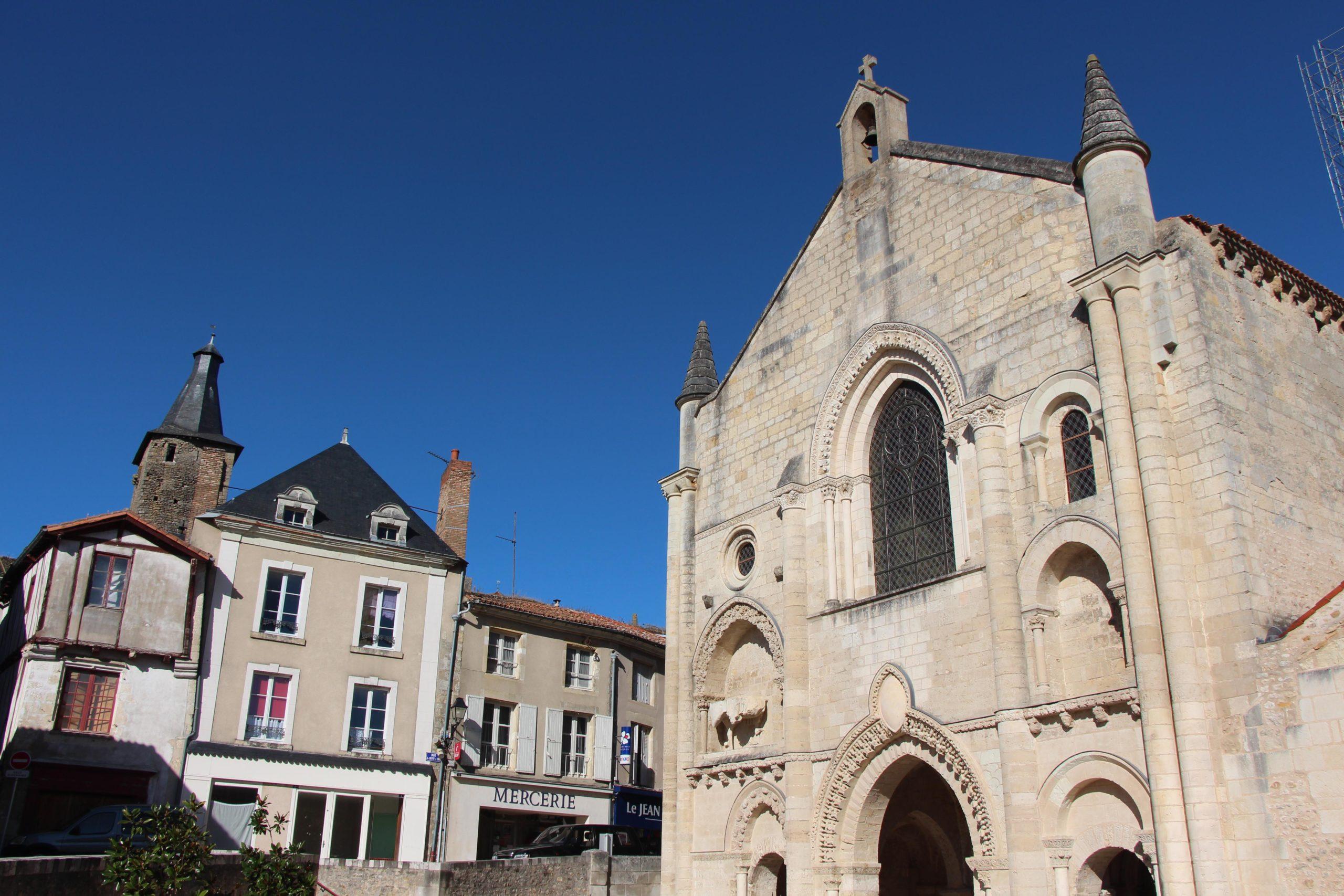 L'église abbatiale Saint-Pierre Airvault