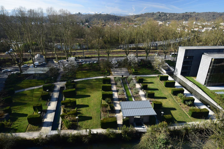 Les jardins contemporains de l'hôtel du département Pau