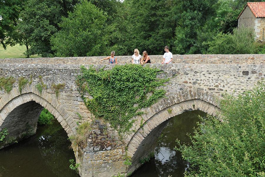 Vieux pont Saint-Varent