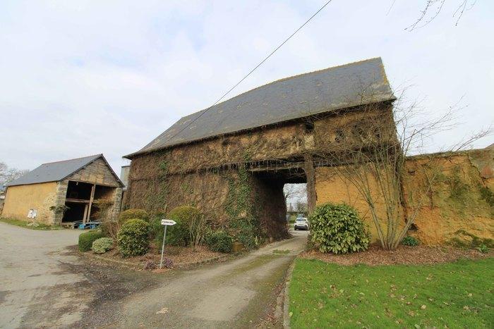 Visite d'un logis-porche en pan de bois - Journée du Patrimoine de Pays et des Moulins Logis-porche en pan de bois La Chapelle-des-Fougeretz
