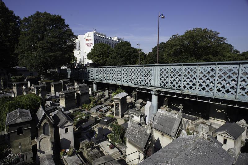 Au-delà de l'ombre Cimetière de Montmartre Paris