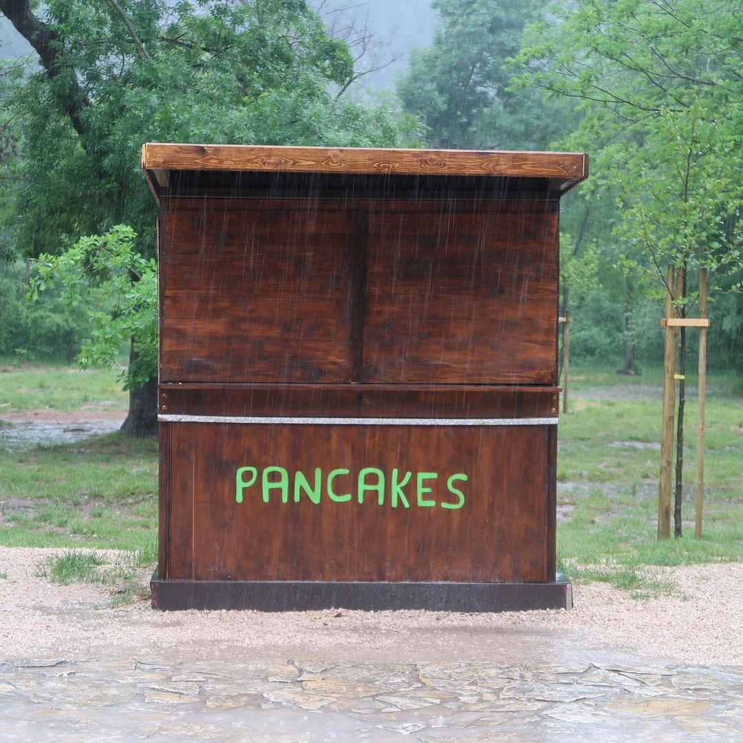 wes anderson cabane pancakes