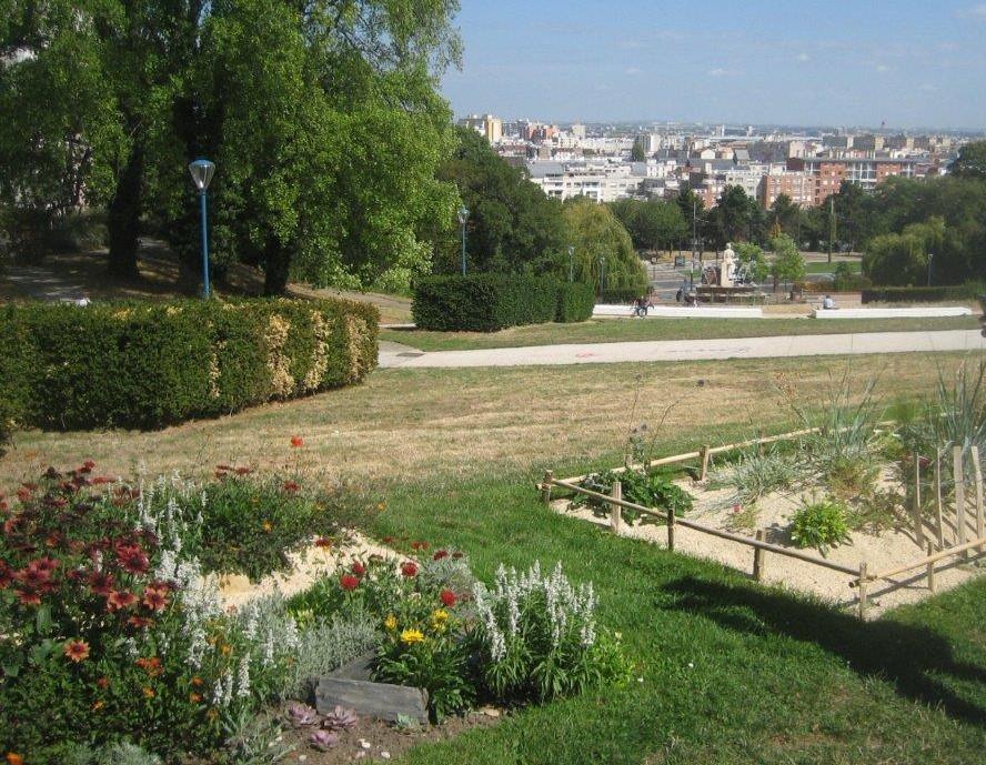 Le parc de la Butte-du-Chapeau-Rouge Parc de la Butte-du-Chapeau-Rouge Paris
