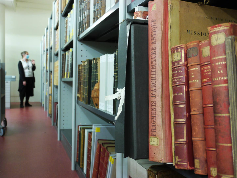 DANS LES COULISSES DES FONDS PATRIMONIAUX DE LA BIBLIOTHÈQUE DES CHAMPS LIBRES
